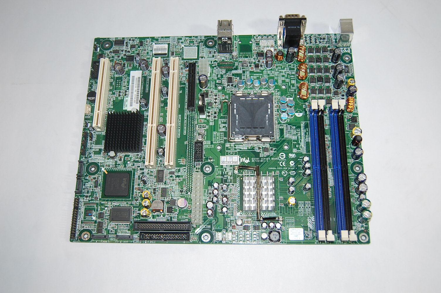 Intel Server Board SE7221BK1-E + Pentium 3GHz
